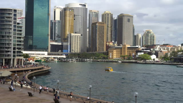 time lapse of ferry and people around the circular quay in downtown sydney - フェリーターミナル点の映像素材/bロール