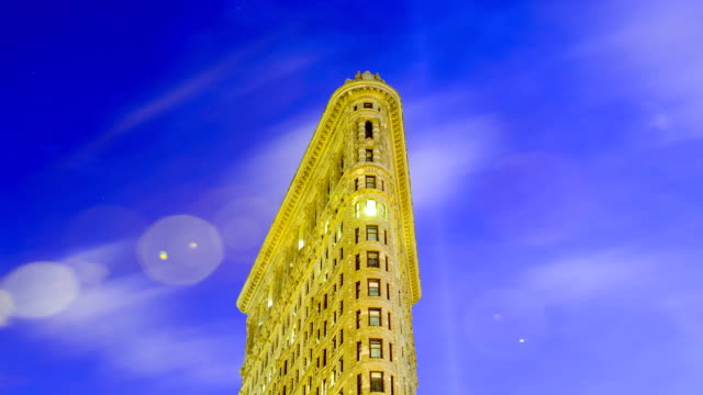 vidéos et rushes de time lapse of flat iron building midtown manhattan 5th avenue and broadway new york city usa - hair straighteners