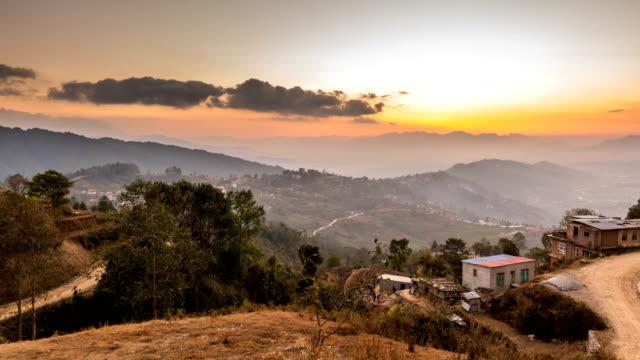 zeitraffer der himalaya-berge auf wolken - nepal stock-videos und b-roll-filmmaterial
