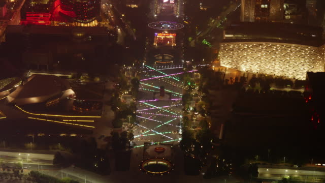 time lapse of huacheng square (flower city square) in guangzhou, china. aerial wide shot at night - spoonfilm stock-videos und b-roll-filmmaterial