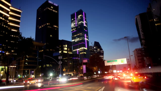 vidéos et rushes de hd  : effet time-lapse le centre-ville d'istanbul au coucher du soleil - mèche colorée