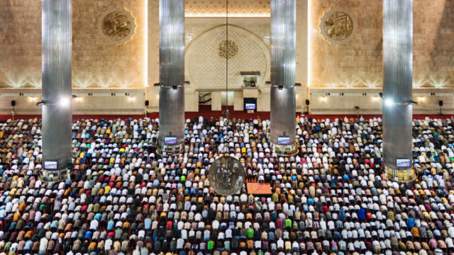 tl/ time lapse of jakarta's istqlal mosque, with muslims praying during friday mass prayer - mosque stock videos & royalty-free footage