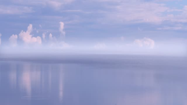 vídeos de stock e filmes b-roll de time lapse of lake and sky - mês