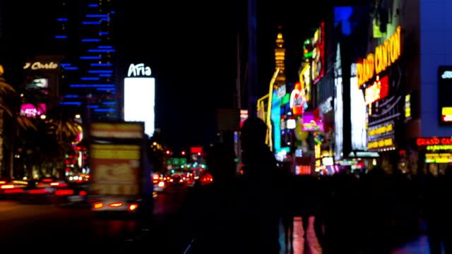 vídeos de stock, filmes e b-roll de intervalo de tempo de las vegas na strip estrada à noite - the strip las vegas
