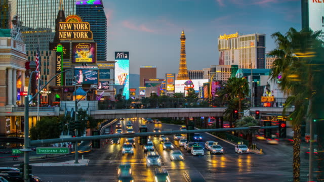 time lapse of las vegas strip - 4k cityscapes, landscapes & establishers - las vegas stock videos & royalty-free footage