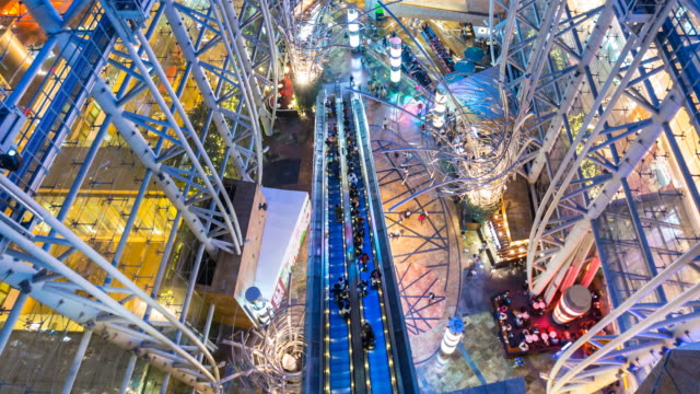 vidéos et rushes de time lapse of mall in hong kong, aerial view, zoom out - vertige