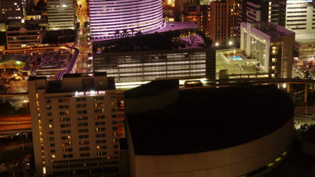 time lapse of miami downtown at night from above. traffic, metromover - spoonfilm stock-videos und b-roll-filmmaterial