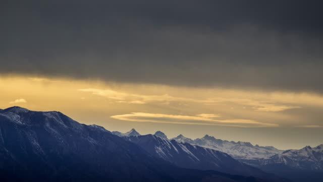 time lapse av misty sierra nevadas - bergskedja bildbanksvideor och videomaterial från bakom kulisserna