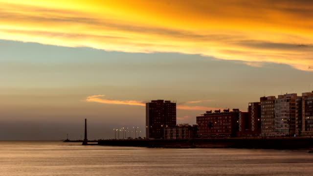 vídeos de stock, filmes e b-roll de time lapse of montevideo's coastline at sunset, uruguay - uruguai
