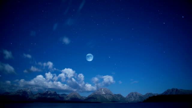 time lapse of moonrise and clouds - rymd och astronomi bildbanksvideor och videomaterial från bakom kulisserna