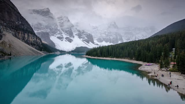 time lapse of moraine lake in canadian rockies banff national park alberta canada - valley of the ten peaks stock videos and b-roll footage