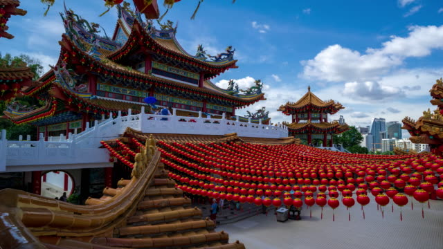 stockvideo's en b-roll-footage met 4k time lapse of moving clouds over thean hou temple. - kuala lumpur