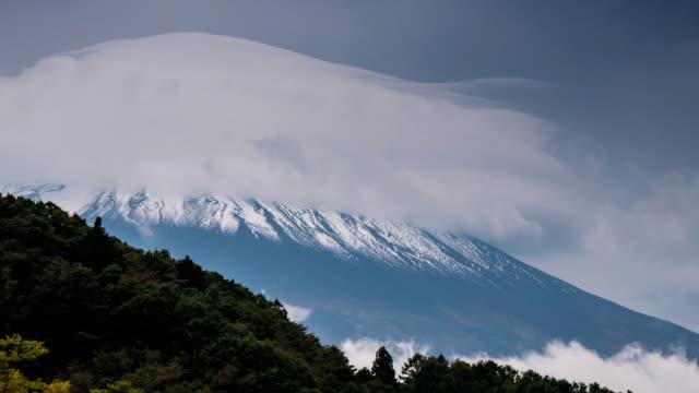 河口湖湖の曇りで富士山のタイムラプス - 山梨県点の映像素材/bロール