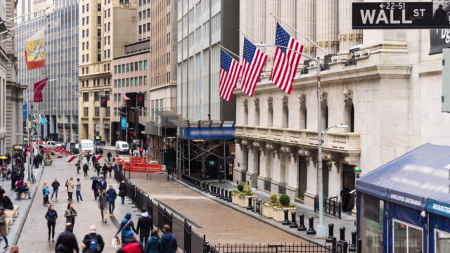 vídeos de stock e filmes b-roll de 4k time lapse of new york wall street, united states - economy