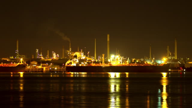 time lapse of oil refinery - southampton hampshire stock-videos und b-roll-filmmaterial