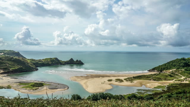 time lapse of one of wales iconic beaches. three cliffs bay. - roy castle点の映像素材/bロール