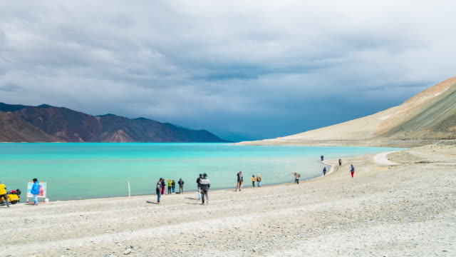 time lapse of pangong lake in leh ladakh, india - traditionally tibetan stock videos & royalty-free footage