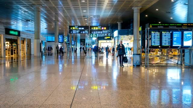 Zeitraffer der Passagier am Flughafen Barcelona El Prat