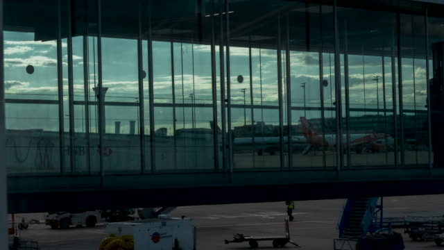 time lapse of passengers walking along airport gangway bridge - business travel stock videos & royalty-free footage