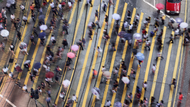 tl/ time lapse of people and commuters crossing pedestrian crossing in central hong kong, aerial view - pedestrian crossing stock videos & royalty-free footage
