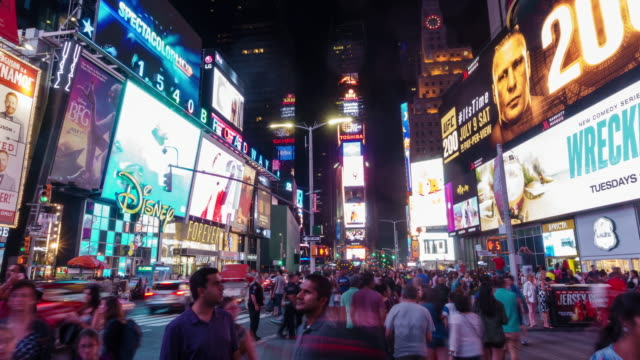 time lapse of people in times square at night in midtown manhattan - new york stato video stock e b–roll