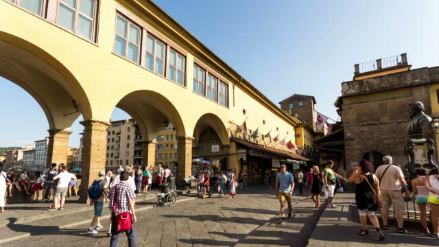 vídeos de stock e filmes b-roll de florence - circa 2013: time lapse of people walking and shopping on ponte vecchio - 2013