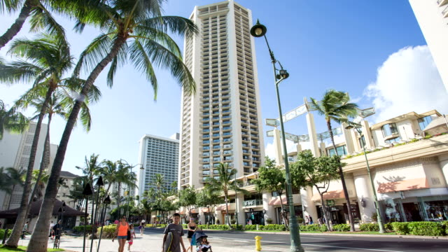 stockvideo's en b-roll-footage met time lapse of people walking around waikiki beach - oahu