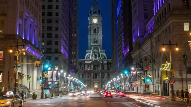 4k time lapse of philadelphia's landmark historic city hall building at twilight time with car traffic light, united states of america or usa, history and culture for travel concept - philadelphia pennsylvania video stock e b–roll