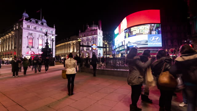 london - circa 2013: time lapse of piccadilly circus by night with traffic people and tourist in london - 商業看板点の映像素材/bロール