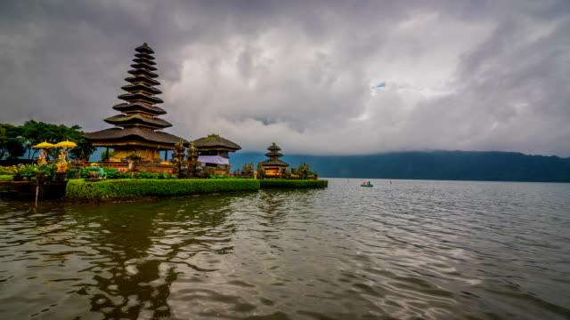 time lapse of pura ulun danu bratan or pura bratan, bali, indonesia. - pura ulu danau temple stock videos & royalty-free footage