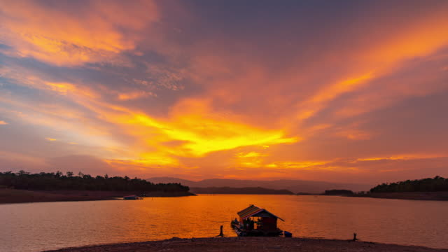time lapse of raft house in lake at sunset, day to dusk time lapse - day to night stock videos & royalty-free footage
