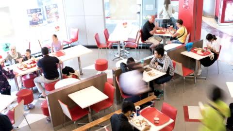 vídeos y material grabado en eventos de stock de lapso de tiempo del restaurante - restaurante de comida rápida