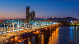 Time lapse of Seoul City skyline at Dongjak Bridge  in Seoul, South Korea