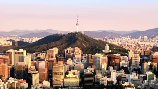 韓国の夜に日からソウル市のスカイラインの 4 k 時間経過。 - 韓国点の映像素材/bロール