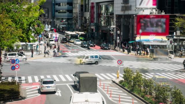 vídeos de stock, filmes e b-roll de intervalo de tempo de cruzamento de shibuya em tóquio - sinais de cruzamento