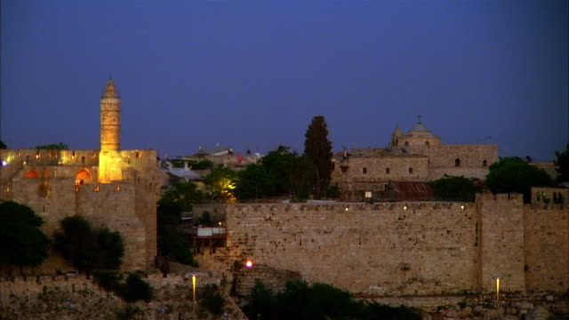 time lapse of skyline of jerusalem at night / israel - jerusalem stock-videos und b-roll-filmmaterial