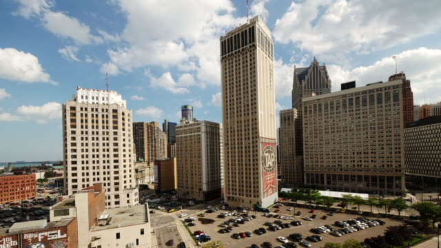 time lapse of skyscrapers in downtown detroit with cadillac tower during day with clouds moving - spoonfilm stock-videos und b-roll-filmmaterial