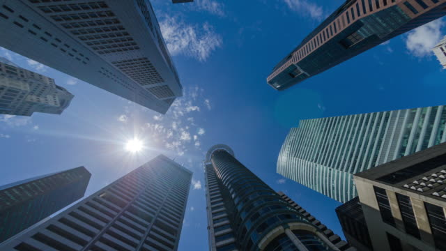 time lapse of skyscrapers in the financial district of raffles place, singapore - bankgeschäft stock-videos und b-roll-filmmaterial