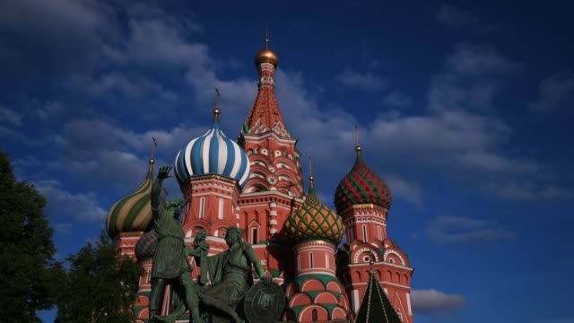vídeos de stock, filmes e b-roll de time lapse of st basil's cathedral on june 08, 2018 in moscow, russia. - russia