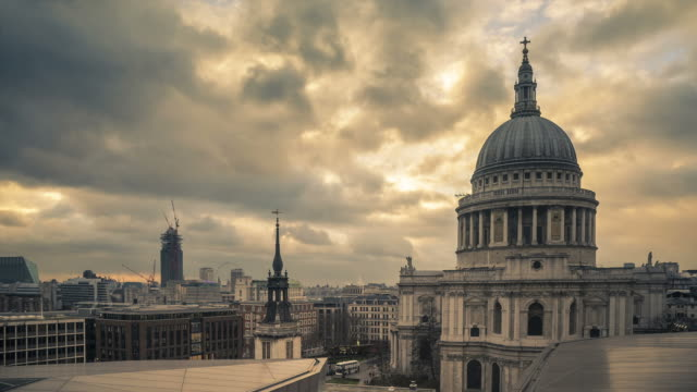 Time lapse of St Paul's Cathedral at dusk to night