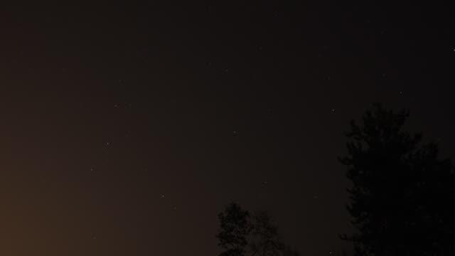 時間の経過の夜の星の空の移動から - 北半球点の映像素材/bロール