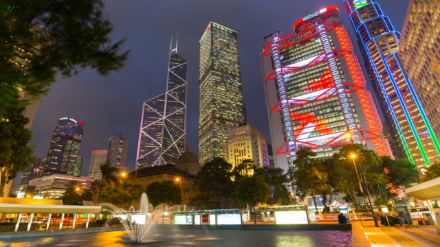 time lapse of statue square and hong kong skyline, day to night - bank of china tower hong kong bildbanksvideor och videomaterial från bakom kulisserna