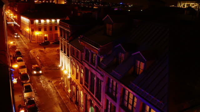time lapse of street in old montreal seen from above at night - vieux montréal stock-videos und b-roll-filmmaterial