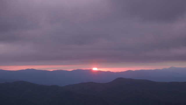 time lapse of sunrise and clouds - emergere video stock e b–roll