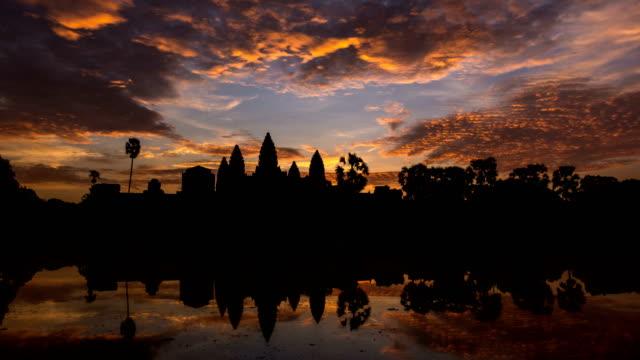 vidéos et rushes de laps de temps de lever du soleil à ankor wat, siem reap, cambodge - temple