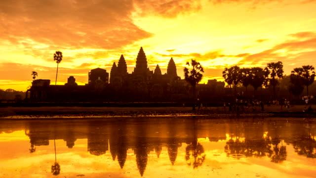 vídeos y material grabado en eventos de stock de lapso de tiempo del amanecer en ankor wat, siem reap, camboya - krishna