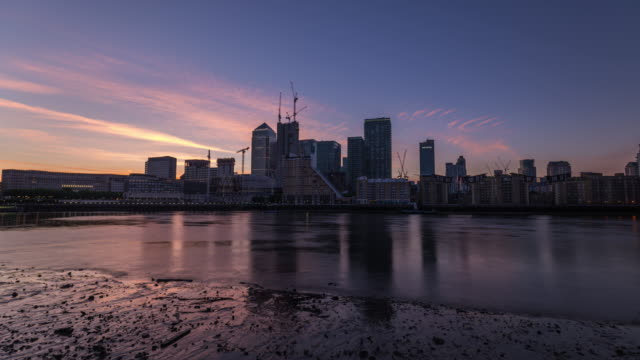 LONDON: Time Lapse of Sunrise at Canary Wharf looking the new development
