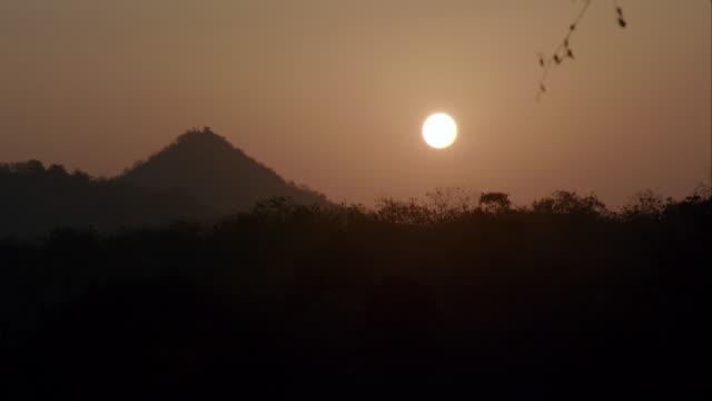 time lapse of sunrise - グジャラート州点の映像素材/bロール