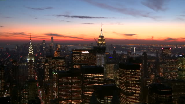 time lapse of sunset in new york city. - ambientazione formato raw video stock e b–roll