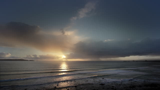 time lapse of sunset over pacific ocean, port orford, oregon - horizon over water stock videos & royalty-free footage